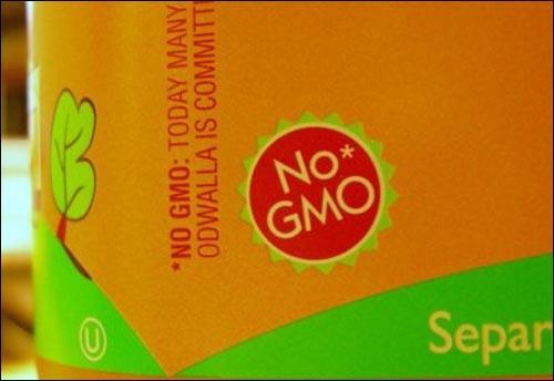 유전자조작 농산물 사용하지 않았다고 표기한 한 주스회사의 제품. 유기농을 취급하는 회사를 중심으로 이런 표기를 하고 있다.