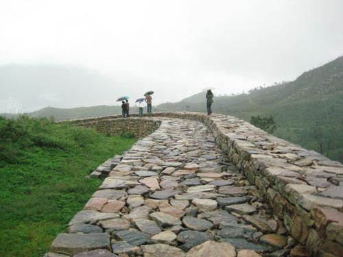 잘 복원된 성벽 잘 복원된 성벽길 걷기