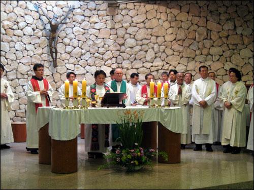 5일 오후 4시 서울 정동 성프란치스코 성당에서 신부와 수녀, 그리고 시민 약 500여 명이 참석한 가운데 시국미사가 열렸다.