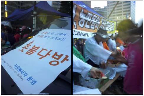 1100님이 올려주신 '7·5 국민승리선언 범국민촛불대행진' 현장에 촛불 다방(왼쪽),이 떴다. 농민들은 직접 기를 수박을 가지고 올라와 참가자들에게 나눠주기도 했다.