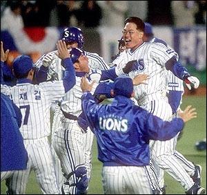 끝내기 홈런 2002년 한국시리즈 6차전에서 삼성 라이온즈의 한국시리즈 첫 우승을 결정짓는 끝내기 홈런을 날린 마해영