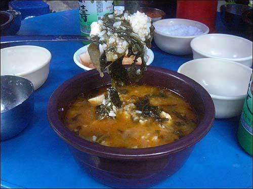 우거지 얼큰탕 80년대 중반 서울에 올라와 이 집에 처음 왔을 땐 국밥 한 그릇에 500원 했다