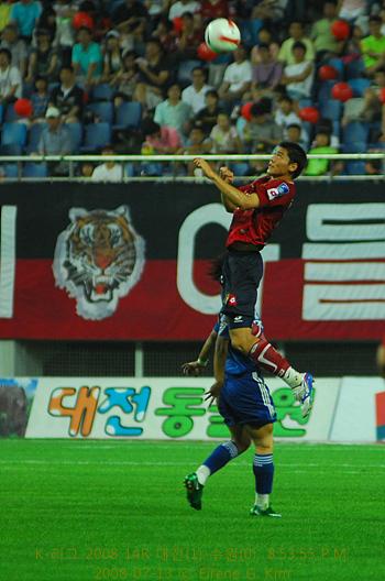 김형일 선수 공중전의 대명사이다. 공에 대한 집중력을 과시한다.