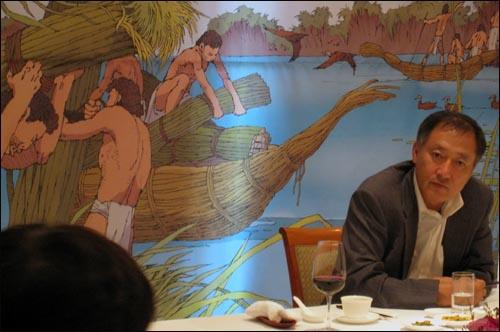 만화가 이현씨가 8일 낮 12시 서울 프라자호텔에서 <만화 세계사 넓게 보기> 출간 기념 기자간담회를 열었다.