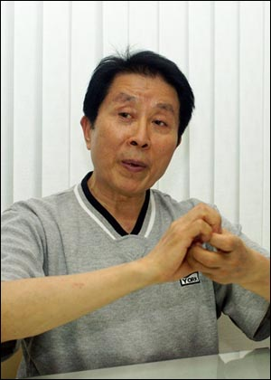 """'국수호 디딤무용단'을 이끌고 있는 국수호(60) 단장. 국 단장은 """"중국 땅에서 한국의 정신을 알릴 수 있게 돼 기쁘다""""고 했다."""