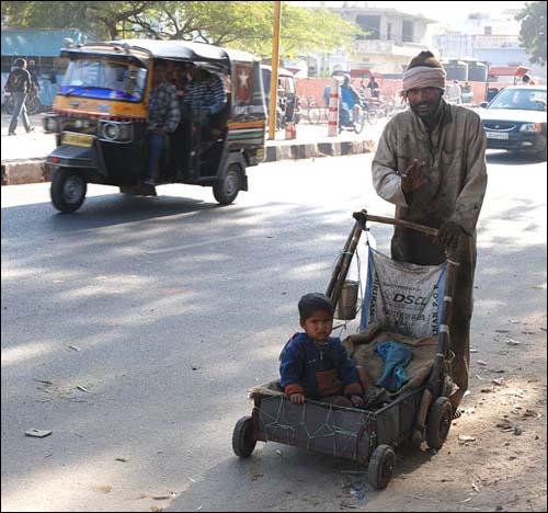 인도 자이푸르의 어느 달리트 아버지와 아들(자료 사진).