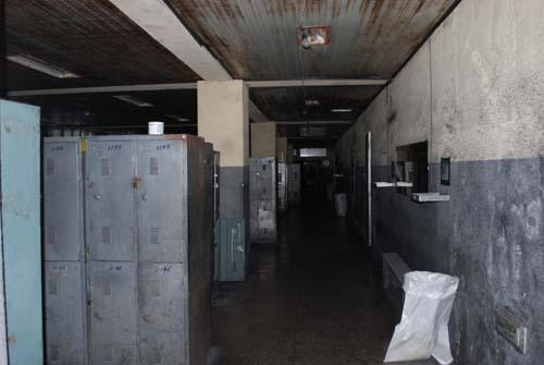 광부 탈의실  본관 건물 1층에 자리한 광부들의 탈의실. 대부분의 옷장이 잠겨 있지만 그들의 땀냄새와 북적거리던 당시의 모습이 연상된다