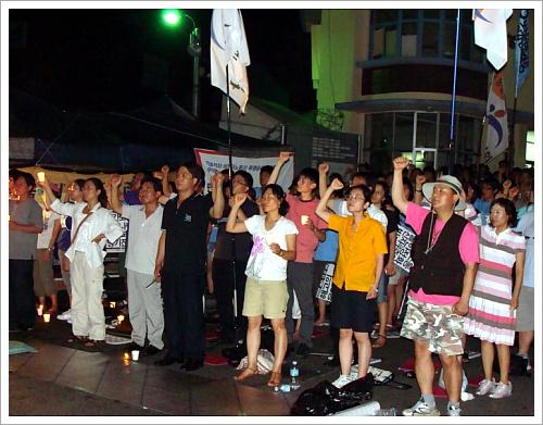 8일 기륭전자 촛불문화제는 약 100여명의 시민 학생들이 함께 하였다