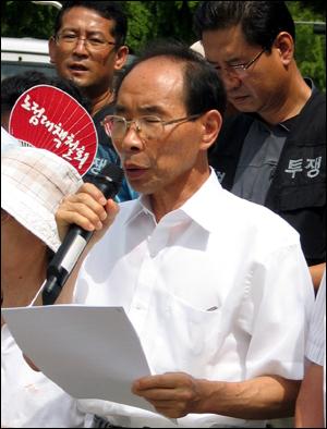 권오헌 민가협 양심수후원회 회장이 발언을 하고 있다.