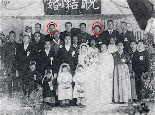 1947년 인천에서 열린 김조이의 막내동생 결혼식. 붉은 원 안이 각각 죽산 조봉암(왼쪽)과 김조이.
