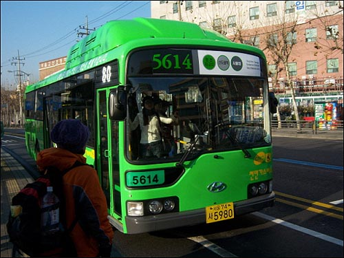 5614번 버스 사진 5614번 버스는 양천공영차고지로 기종점을 변경한 뒤 저상버스차량을 비롯한 신형 차량이 대거 투입되었다. 현재 5614번의 저상버스차량은 총 10대이다.