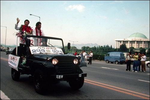1992년 제25회 바르셀로나 올림픽에서 종합 7위의 성적을 올리고 귀국한 한국 선수단이 카퍼레이드를 하고 있다.(자료사진)