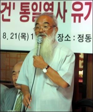 4.9 통일평화재단 이사장 문정현 신부가 유가족 대표 인사말을 하고 있다.