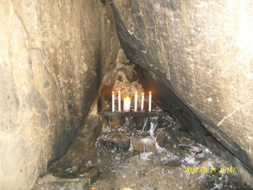 사성암 도선굴 내부 도선국사가 수도한 도선굴의 내부. 아늑한 토굴속에서 평안을 얻었나 보다.
