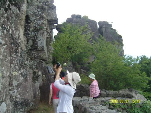 사성암의 기암괴석 오산 꼭대기 사성암은 이런 기암괴석 사이에 자리잡고 있다.