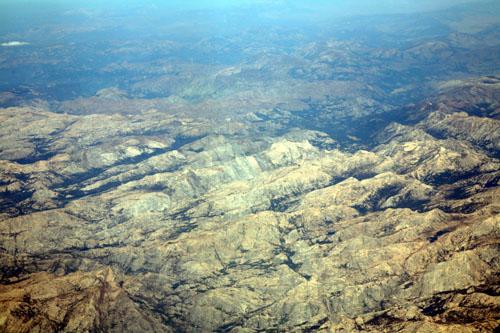 로스앤젤레스 인근 건조한 산악지대의 모습 - 배행기에서 촬영