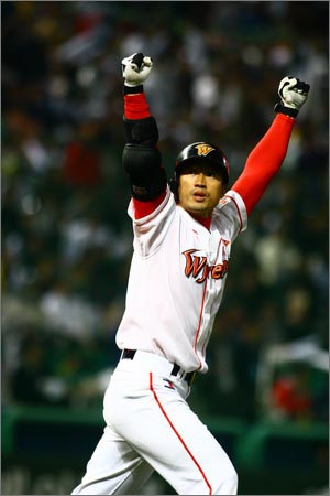 와이번스, 김재현 김재현은 플래툰시스템 속에서 1할대 타율로 허덕이며 선수생활의 또다른 '끝'을 떠올려야 했던 2007년, 한국시리즈에서 결정적인 두 개의 홈런을 때려내며 다시 한 번 부활했다.