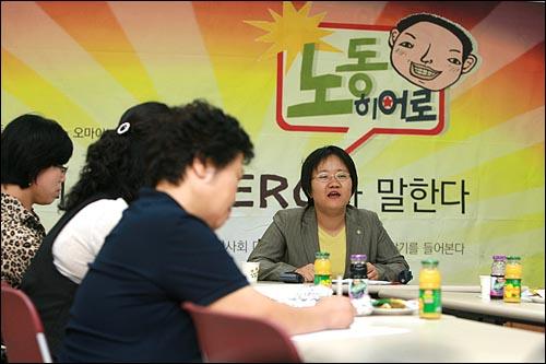 참여연대와 <오마이뉴스>가 공동기획으로 마련한 <우리 시대 노동 히어로가 말한다> 두번째 FGI(Focus Group Interview, 표적그룹 인터뷰)가 11일 저녁 참여연대 느티나무홀에서 여성노동자들이 참석한 가운데 진행되고 있다.