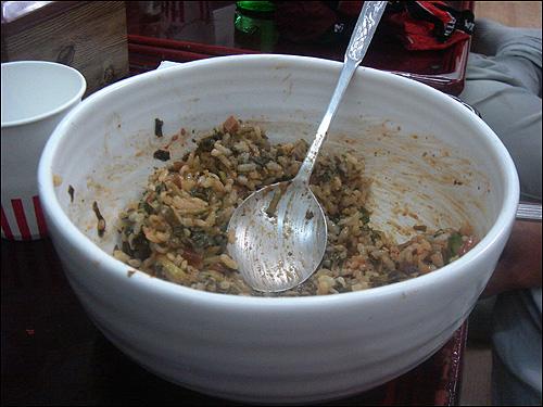 산나물 가마솥밥 산나물 가마솥밥에 넣어 비벼먹는 된장찌개와 양념장 맛도 독특하다