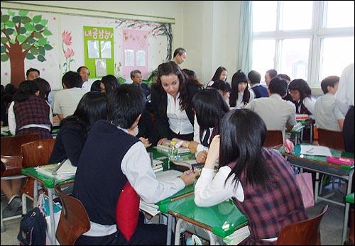 원어민교사 공개수업 아이들의 조별활동