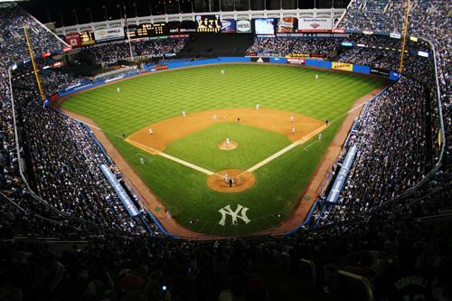 뉴욕 브롱스(bronx)에 위치한 양키스 스타디움 1923년 메이저리그에서 세 번째로 개장한 구장으로 5만5070명을 수용할 수 있다. '야빠(야구광)'인 나로서는 북미 자전거 여행의 첫번째 목표가 바로 MLB 야구장을 방문하는 것이었다. 그날의 흥분과 열광, 환희를 생각하면 아직도 가슴이 쿵쾅쿵쾅 뛴다.
