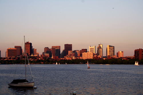 찰스강이 흐르는 하버드 다리 주변 지는 노을을 배경 삼아 여유로운 풍경의 보스턴 스카이 라인. 하버드 대학과 MIT공대를 둘러보며 심각한 열등감을 느끼는 동시에 내 한계를 극복하고픈 격렬한 도전을 받기도 했다.