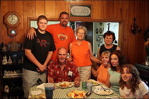 인디애나에서 80번째 생일 파티에 초대받아 함께한 도리스 가족과 친척들.  아미쉬, 나바호 인디언, 인디언 목사, 카톨릭 신부, 모르몬교도, 알코올 중독자, 게이, 암환자, 대륙횡단 도보여행가, 자전거 여행자, 농부, 의사, 교수, 화가, 무역업자, 은행원, 청소부, NBC앵커 등등 여행하면서 인종과 문화와 직업에 상관없이 참으로 다양한 사람들과 교제할 수 있었다.