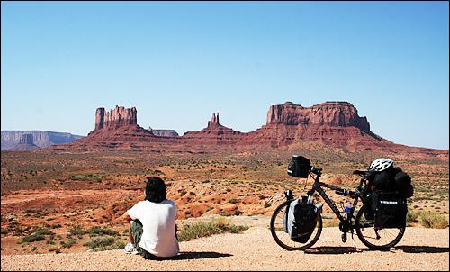 모뉴먼트 밸리 그랜드캐년, 모뉴먼트밸리, 나이아가라 폭포, 애리조나 사막, 로키산맥, 일리노이 주의 농장들. 자전거 여행자가 이런 대자연을 목도하는 것은 좋은 사람을 만나는 것 만큼이나 감동적인 순간이다.