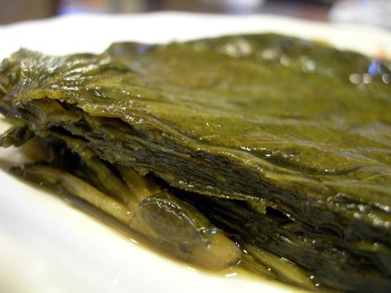고추냉이잎 장아찌에 싸서 먹어도 별미다. 고추냉이는 항암 항균효과에 효능이 있는 것으로 알려지고 있다