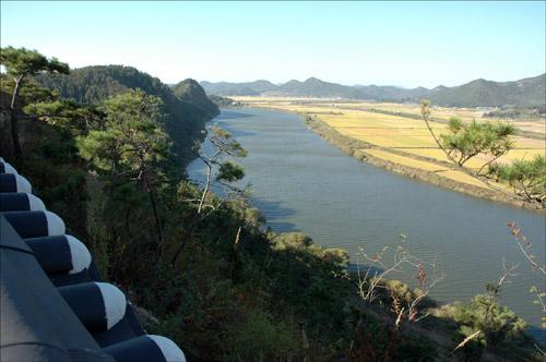 유유히 흐르는 영산강 나주영상테마파크 성곽 위에서 내려다 본 영산강과 나주들녘