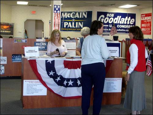 매케인 선거사무실.