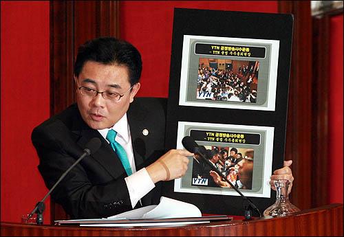 전병헌 민주당 의원이 5일 국회 교육·사회·문화에 관한 대정부질문에서 YTN 사태와 관련해 한승수 총리에게 질의하고 있다.