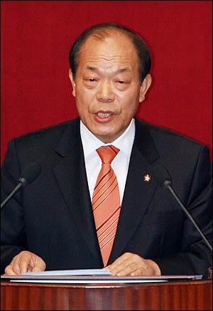 김영진 민주당 의원이 5일 국회 교육·사회·문화에 관한 대정부질문에서 질의하고 있다.