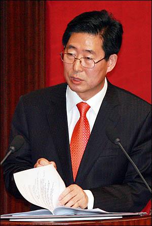 양승조 민주당 의원이 5일 국회 교육·사회·문화에 관한 대정부질문에서 질의하고 있다.