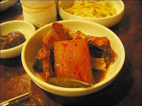 채소비빔밥 이 집 동태조림에 들어있는 무맛은 일품이다
