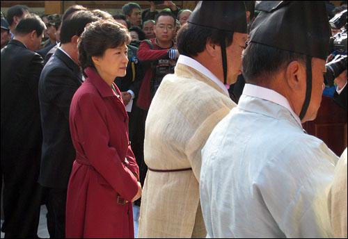14일 경북 구미시 상모동 박정희 전 대통령 생가에서 열린 91회 탄생일 숭모제에 참석한 박근혜 한나라당 전 대표.