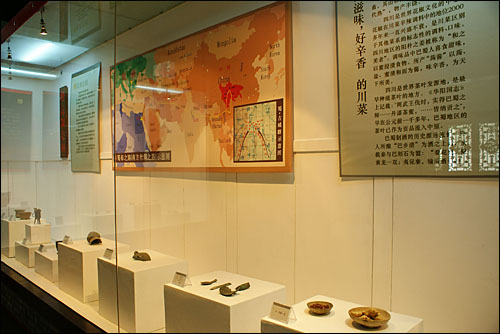전시관 입구에 들어서자마자 산초의 발생과 전래를 지도로, 산초와 관련된 유물을 전시하고 있다.