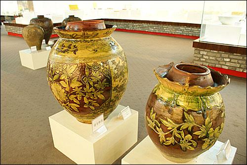 쓰촨식 김치인 파오차이(泡菜)를 담그는 항아리. 청나라 시대의 유물이다.