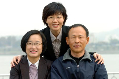 맨 왼쪽부터 유지현 사무처장 후보(현 서울지역본부장), 나순자 위원장 후보(현 이화의료원지부장), 이용길 수석부위원장 후보(현 부위원장)