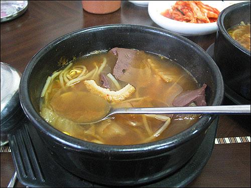 해장국 한우 선지와 소양, 콩나물, 우거지 4가지만 쓴다