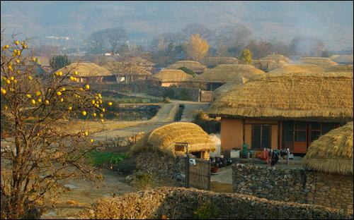 늦가을 오후 낙안읍성민속마을 전경.