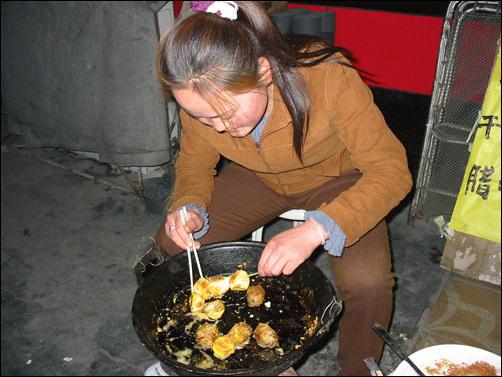 털이 난 계란 마오딴(毛蛋) 먹기엔 혐오스럽지만 영양은 만점!