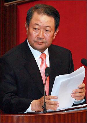 무분별한 대북 전단지 살포를 규제하는 법률 개정안을 낸 박주선 의원(사진은 지난 4일 국회 대정부 질의를 하고 있는 모습)