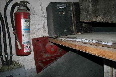 동대문 아파트의 소화기는 80년대 소화기가 대부분이라 성능이 의심스러웠고 소화전은 잡동사니 물건에 가려 신속히 제 기능을 발휘하기 어려웠다.