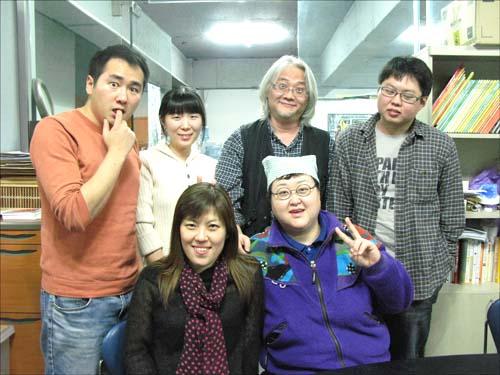 PAPER 식구들이다. 앞줄 왼쪽부터 황경신, 정유희, 뒷줄 왼쪽부터 김양수, 김지혜, 김원, 최승우.