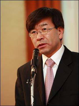 김동석 한인 유권자센터 소장.
