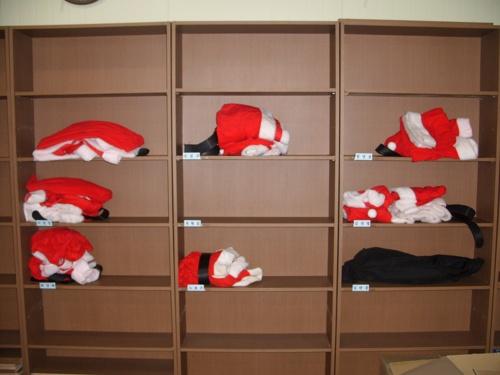 태영버스㈜ 교육실에 있는 산타복들