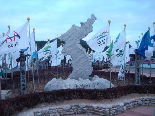 한반도통일기원비 땅끝마을 광장에 조성되어 있는 한반도통일기원비다.
