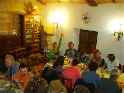 저녁 식사 세계 각국의 순례자들과 함께 한 저녁식사