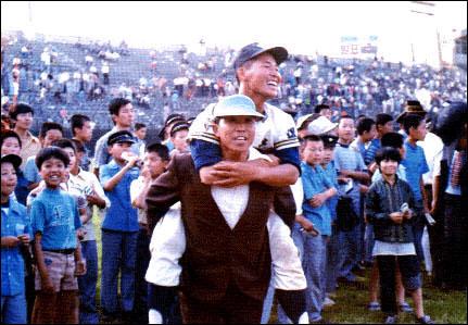 대구상고의 영웅, 이만수 1977년 청룡기 고교야구대회 MVP 이만수. 그는 대구의 아들이었고, 서민들의 우상이었다.